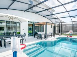 10BR Mansion - Family Resort - Private Pool, BBQ And More!, hotel in Kissimmee