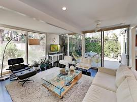 360 Cabrillo Rd Home Unit 107/108, apartment in Palm Springs