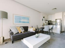 Perfect Location, Spacious 2BR Apt Near Flinders Station, apartment in Melbourne