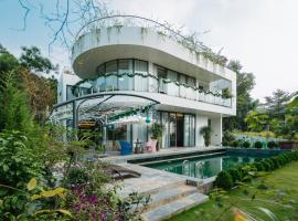 *BOM HOMES* FLAMINGO ĐAI LAI RESORT, family hotel in Dai Lai