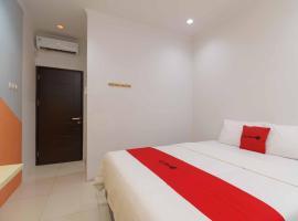 RedDoorz @ Taman Galaxy Bekasi, hotel near Grand Galaxy Park, Cikunir Satu
