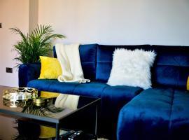 Azzurro Apartment, hotel in Yeovil