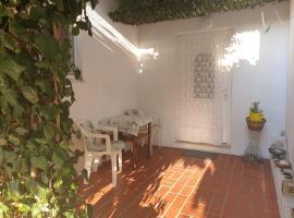 Apartmani Filip, hotel with jacuzzis in Supetar
