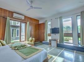 The Cloyster Resort and Spa, luxury hotel in Rāmnagar