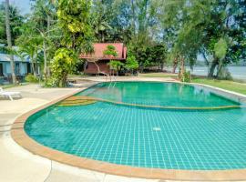 OYO 1033 Saladan Beach Resort, hotel in Ko Lanta