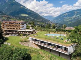 Hotel Traubenheim, hotel in Tirolo