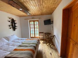 Lodge & Hostal Vinas TresC, cabin in Coelemu