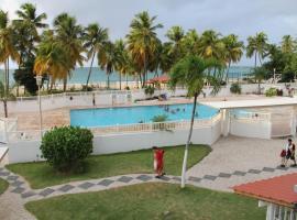 Hobie Oceanfront apartment at Isla Verde, apartment in San Juan