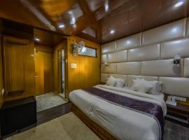 HOTEL MILAD, hotel near Srinagar Airport - SXR, Rājbāgh