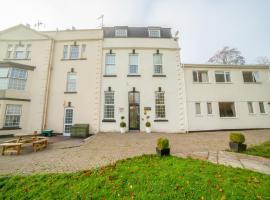 OYO Flagship Winford Manor, hotel near Bristol Airport - BRS,