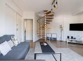 Amazing 2bedroom apartment next to SNF/Tzitzifies, hotel in Athens