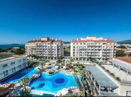 Luxuoso resort cinco estrelas com vista para o mar, resort in Florianópolis