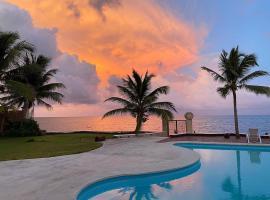 Casa del Puerto by MIJ - Beachfront Hotel, hotel near Moon Palace, Puerto Morelos