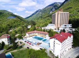 APARTAMENT ZONA HOTELIERA 3 CAMERE WIFII , AER CONDITIONAT Baile Herculane, family hotel in Băile Herculane