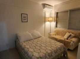 Ótimo apartamento até 4 pessoas no centro de Tramandai, self catering accommodation in Canoas