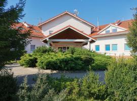 Golf Hotel Lisia Polana – hotel w pobliżu miejsca Lotnisko Warszawa-Modlin - WMI w mieście Pomocnia