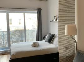 Le Studio Picasso by Locations Vieux Limoilou, budget hotel in Quebec City
