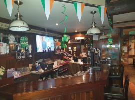 VALS BAR AND BISTRO, hotel in Ballyhaunis
