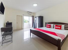 OYO 1069 Baan Nong Moo Apartment, hotel in Rayong