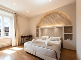 Top Floor Colosseo Guesthouse, hotel near Manzoni Metro Station, Rome