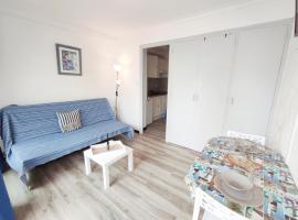 Superbe studio pour 2 à 20m de la plage - 27, hotel in Canet-en-Roussillon