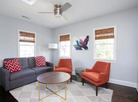 NEW LISTING! 2 Bedroom 1 Block to King, apartment in Charleston