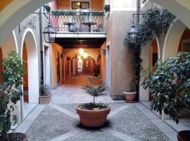 Hotel La Contrada, hotel in Verbania
