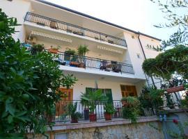 Apartmani Danica, room in Gradac