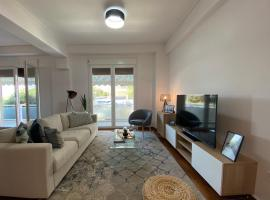 Spacious Renovated Flat, hotel in Athens