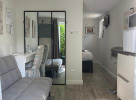 Brand new apartment in Knutsford, hotel near Knutsford Services M6, Knutsford