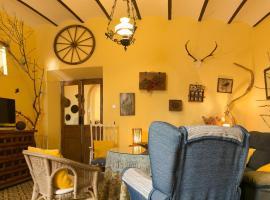 Casa centenaria con encanto, hotel cerca de Estación de La Junta, Zufre