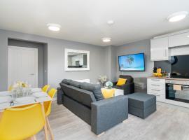Elegant Flat Near Stonehenge, Amesbury Town Center 55 Inch 4k Smart TV Netflix, hotel cerca de Stonehenge, Amesbury