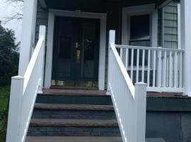Quant and comfortable bedroom (shared apartment), vacation rental in Newark