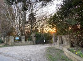 The Retreat and The Lodge, cabin in Chipping Norton
