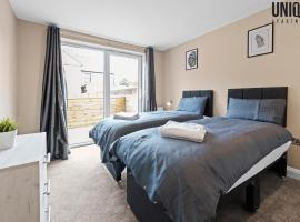 Brand New Unique 2 Bedroom Apartment, hotel in Reading