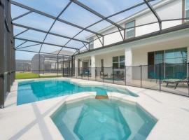 Family Resort - 10BR Mansion - Private Pool, Hot Tub, BBQ!, hotel in Kissimmee