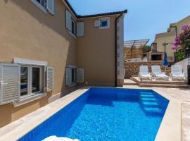 Apartments Dalis - open swimming pool, hotel in Milna