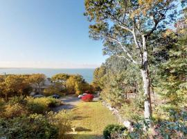 Waterfront Wonder with Bay Views, Steps to Beach home, holiday home in Plymouth