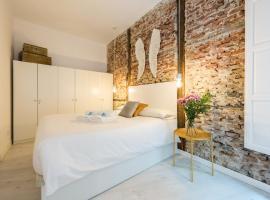 Apartamento de diseño con patio junto a Plaza Mayor, pet-friendly hotel in Madrid