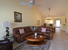 2nd FL 2 BR Unit condo with Vaulted Ceilings in Plantation Golf Club, apartment in Venice