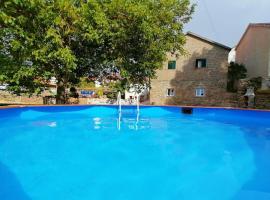 Cantinho D'Aldeia - Casa Rural com Piscina, hotel en Guarda