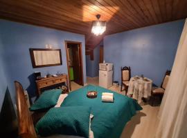 Casa no centro - Suíte Unidade das Hortênsias, pet-friendly hotel in Gramado