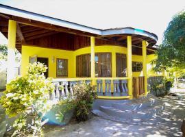 R&V VILLA, villa in Negril