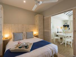 Le Nautique Beachfront Apartments, hotel near Anse Royale Hospital, Anse Royale