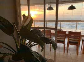 Apto Frontal ao Mar com Internet e TV, apartment in Bertioga