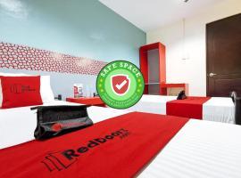 RedDoorz Plus near Ateneo de Davao, hotel in Davao City