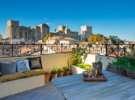 MAGNIFIQUE APPARTEMENT DE CHARME AVEC VUE SUR LE PALAIS DES PAPES À AVIGNON WiFI GRATUIT, apartment in Avignon