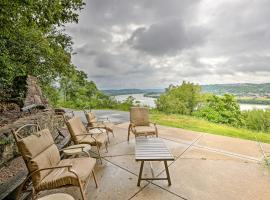 Queen City Sanctuary with Views, 3Mi to Dwntwn!, vacation rental in Cincinnati