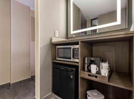 Best Western Premier Calgary Plaza Hotel & Conference Centre, hotel near Calgary International Airport - YYC, Calgary