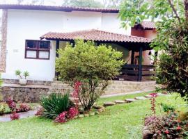 Mansão Adonai nas Cachoeiras de Penedo, hotel with jacuzzis in Penedo